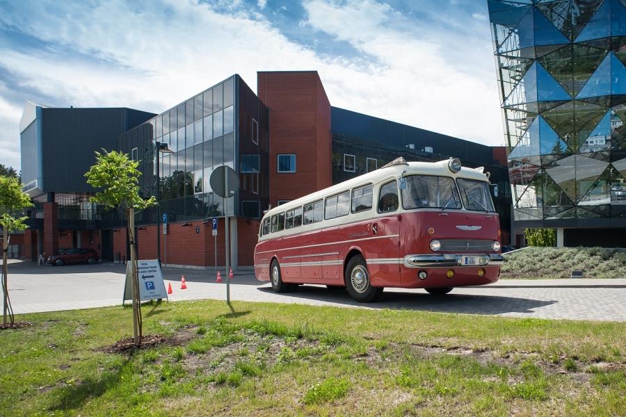 Ielūgums: Aicinājums apmeklēt vēsturisko autobusu parādi